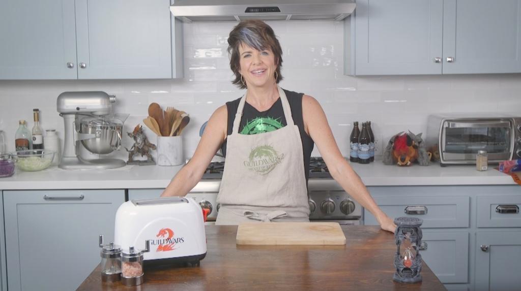 Synchronsprecherin Jennifer Hale (Königin Jennah) beim kochen